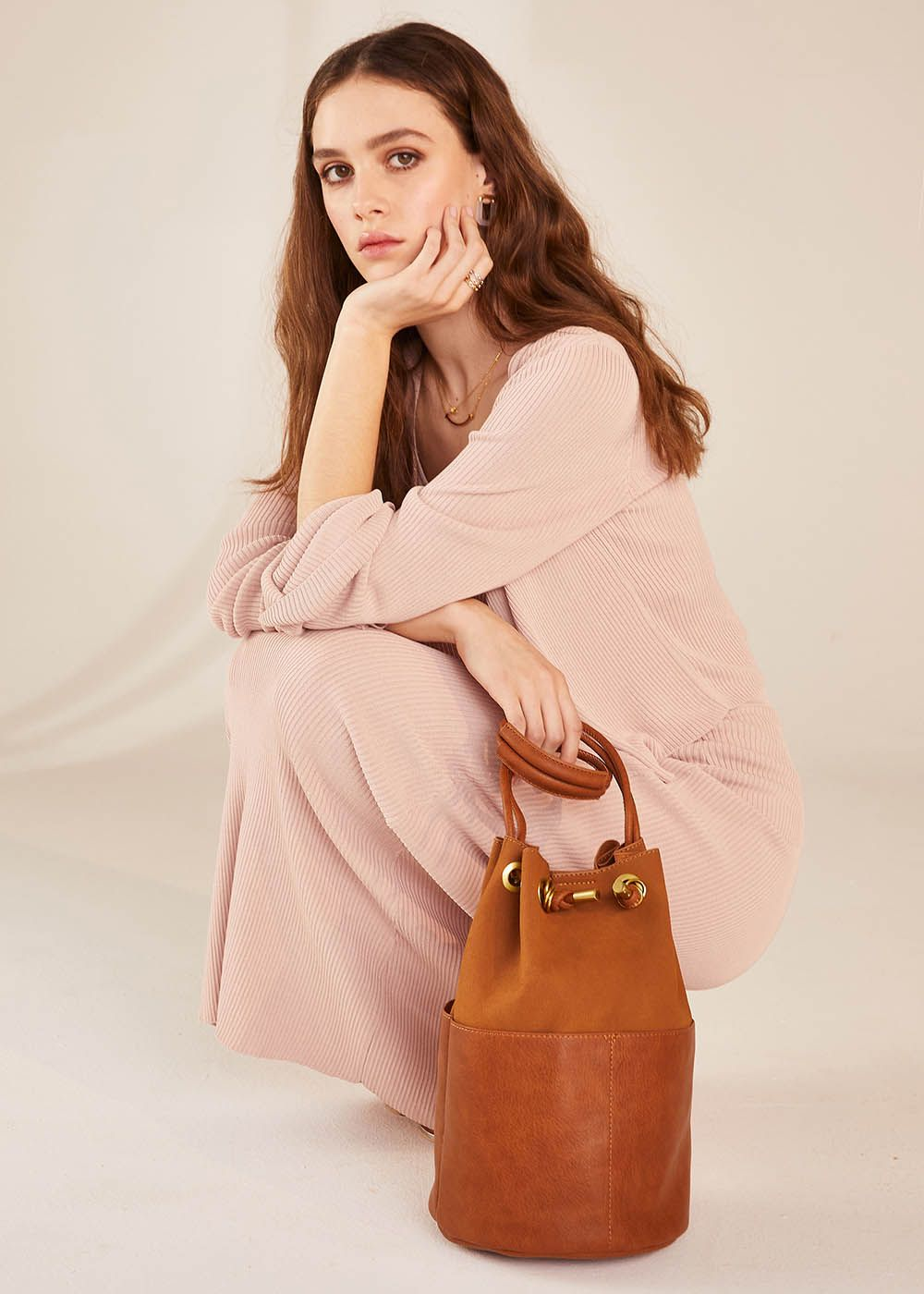 NAIMA LEATHER-COLORED BUCKET BAG