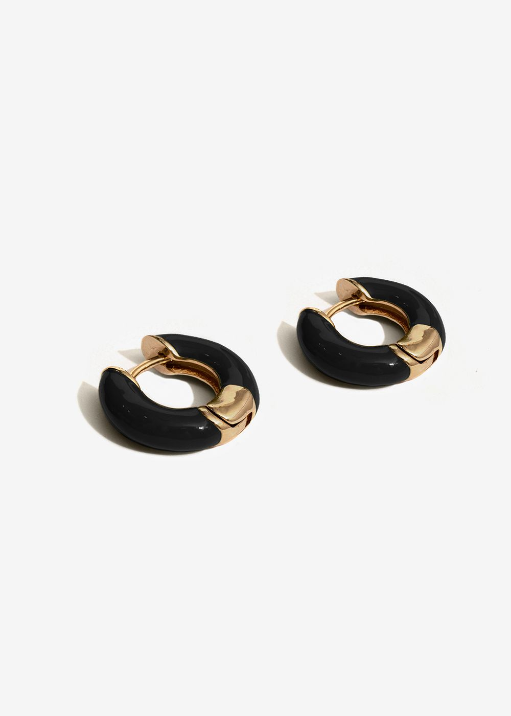 SMALL BLACK ENAMELED HOOP EARRINGS