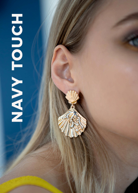 GOLD EARRINGS WITH SHELL SHAPED PENDANT